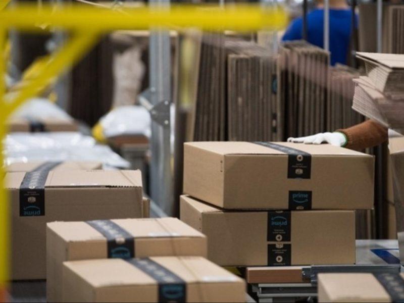 Achats en ligne : se faire livrer des colis de l'étranger va coûter beaucoup plus cher